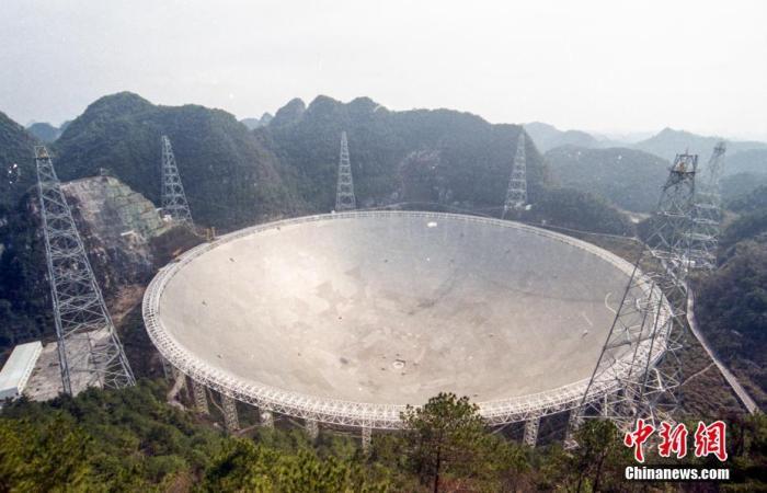资料图:图为2月7日拍摄的500米口径球面射电望远镜(FAST)。 <a target='_blank' href='http://www.chinanews.com/'><p  align=