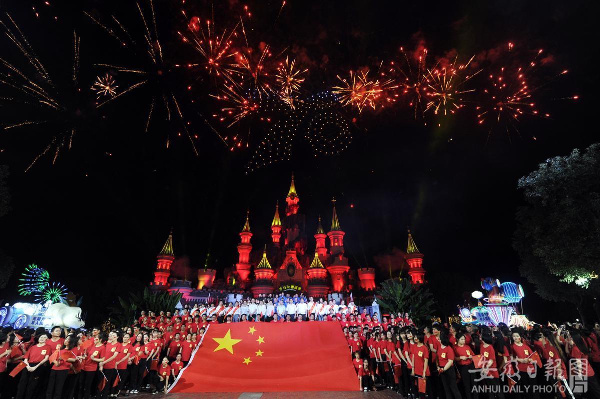 江城芜湖万人唱响《我和我的祖国》