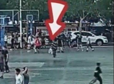 大学生打球撞倒老人判其免责