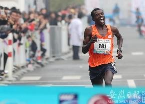 2018合肥国际马拉松赛激情开跑