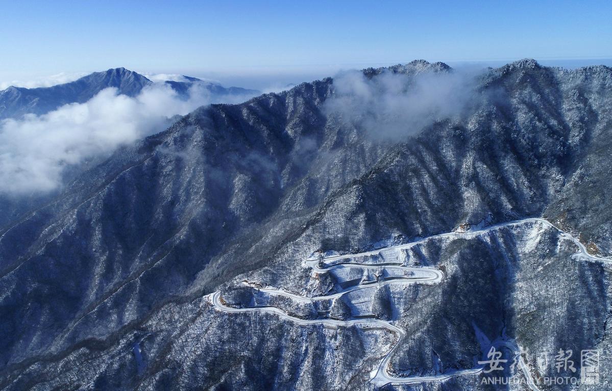 马鬃岭雪后初霁 景色壮美如画卷