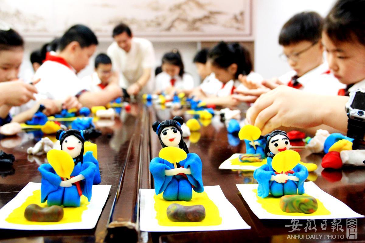 非遗走进暑假课堂 学生体验传统文化
