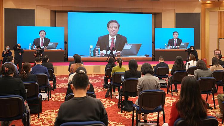 十三届全国人大四次会议举行新闻发布会