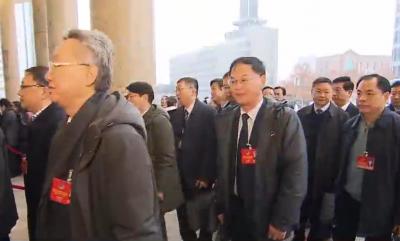 省政协十二届三次会议开幕侧记